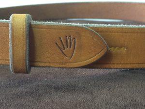 detail ceinture logo/couture